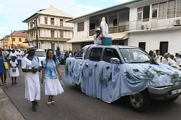 Procession des chrétiens croyants ce lundi 15 août 2016 à Cayenne