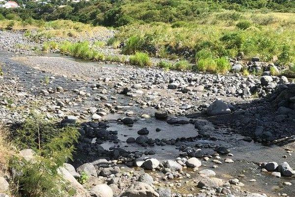 Rivière des pluies sécheresse niveau bas débit 230319