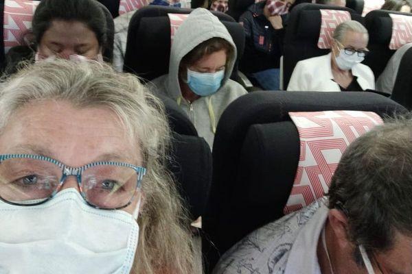 Le 23 avril dernier, Françoise et Joël A. ont passé 11 heures à bord d'un avion d'Air France quasiment plein.