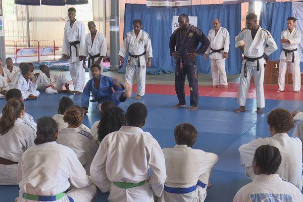 Un stage de judo avec le champion Daniel Belliard, avant 2 tournois internationaux