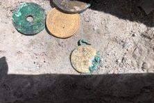 Une pièce d'or, des sous et des médailles ont été découvertes sous la pierre d'inauguration de l'église de Basse-Pointe.