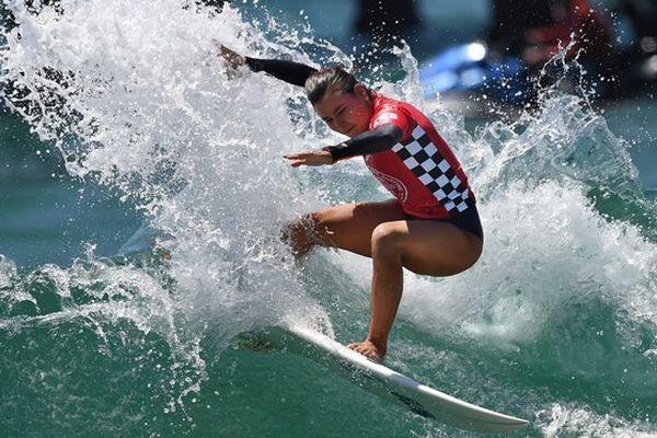 La Réunionnaise Johanne Defay entre dans l'histoire du surf