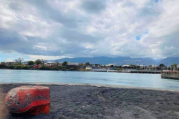 Nuages sur la ville du Port