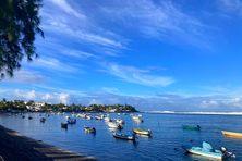 Bassin-Pirogue sous un ciel bleu et légèrement nuageux, mercredi 2 juin 2021, un temps très similaire à ce celui de ce jeudi