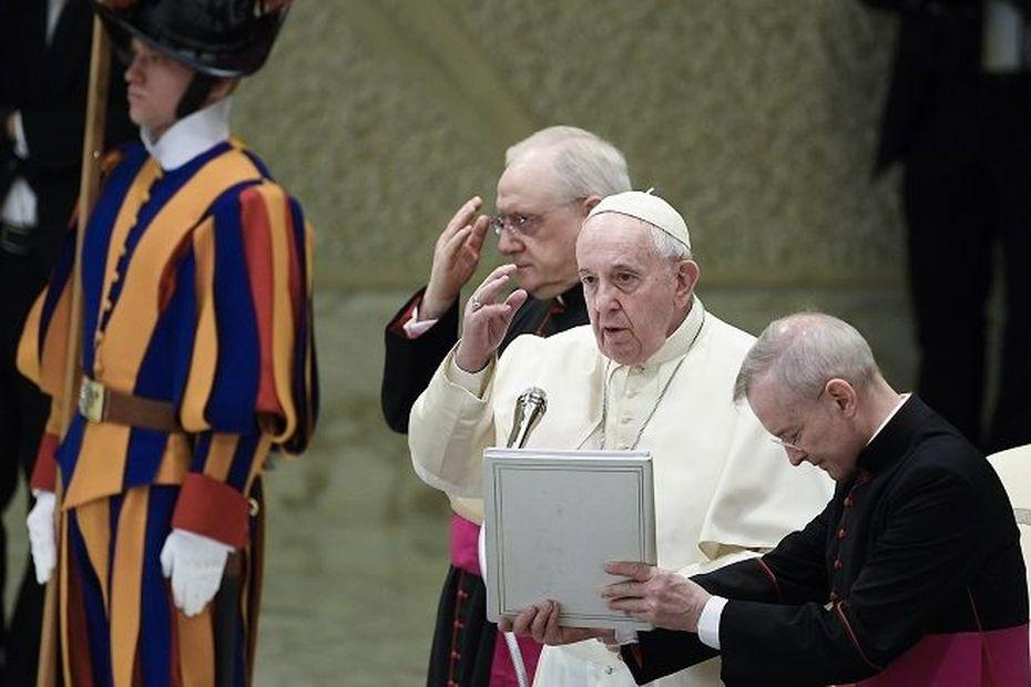"""Amazonie: le pape ne retient pas l'idée de prêtres mariés et dénonce des entreprises semant """"injustice"""" et """"crime"""" - Outre-mer la 1ère"""