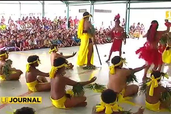 Le spectacle de l'école de Vaiatau de  Paea en partance pour Hawaï...
