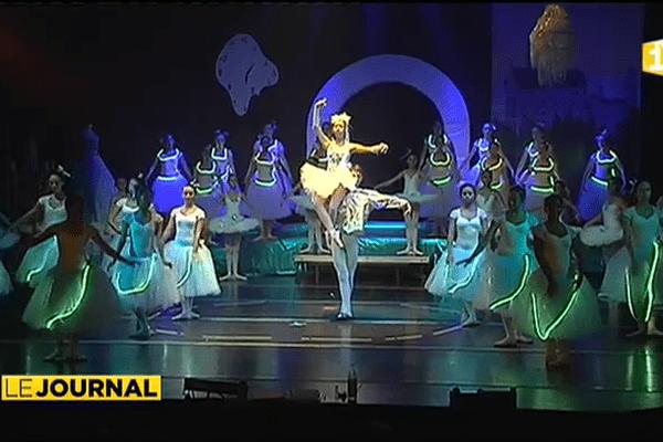 226 élèves dansent Cendrillon.