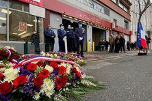 Des policiers municipaux de la ville de Montrouge à côté de la plaque qui commémore la mémoire de Clarissa Jean-Philippe, vendredi 8 janvier.