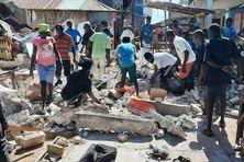 Même les petites maisons en boue séchée, en bois ou en béton se sont écroulées partout. Les pertes sont énormes pour les propriétaires...