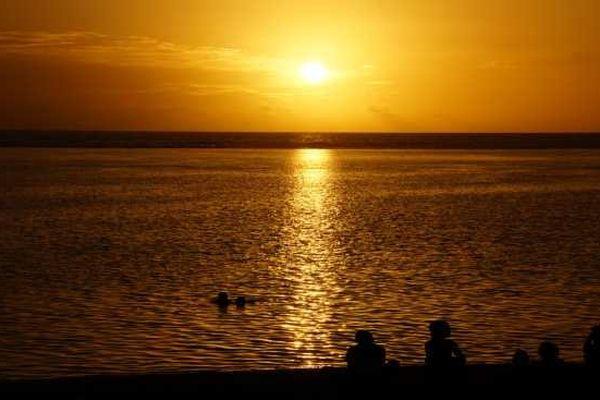 Coucher du soleil sur la mer 01