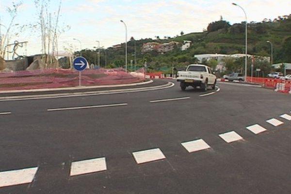 Inauguration rond point Taina