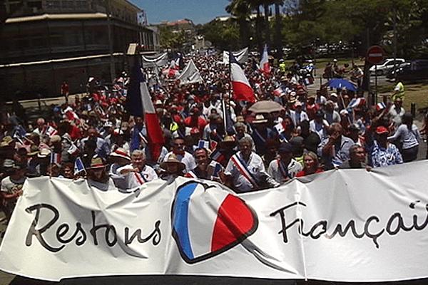 Manifestation anti independantiste en Nouvelle Calédonie