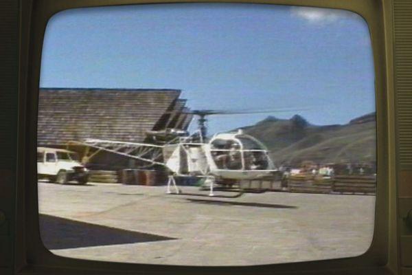 helicoptère installation lignes téléphoniques Marquises