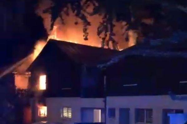 Incendie violent à Saint-Leu