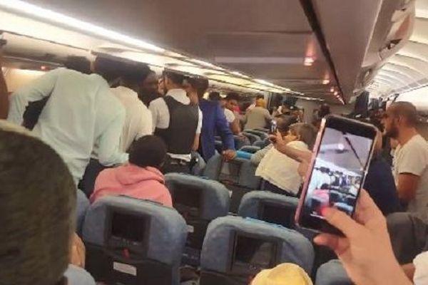 Un passager du vol Air Austral évacué lundi soir.