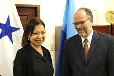 A gauche, Son Excellence Soraya Cano France, ambassadeur de Panama à la CARICOM avec Irwin LaRocque secrétaire général de la CARICOM