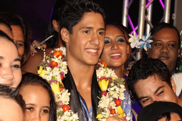 Gill Handerson, le nouveau Mister Tahiti 2016, heureux et bien entouré !