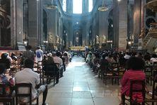 Avant de début de la messe en hommage à Jacob Desvarieux à Paris, le samedi 14 août 2021.
