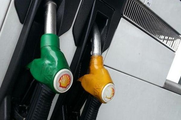 Carburants : des prix en baisse pour le mois d'avril