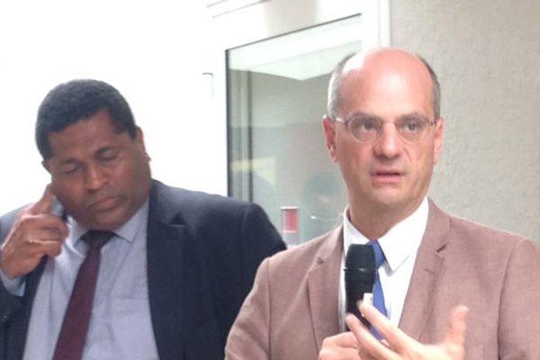 Jean-Michel Blanquer avec les personnels de l'Education Nationale