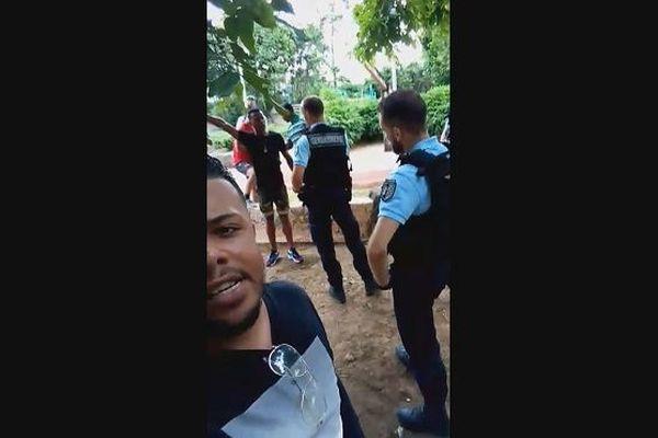 Bras Fusil et gendarmes