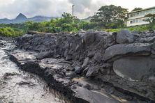 Les roches pouzzolanique sont bien visibles.
