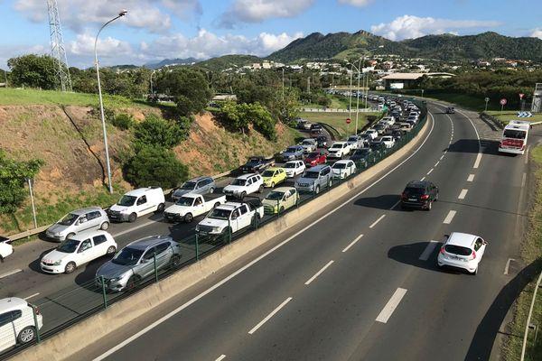 Mobilisation usine du Sud, voie express bloquée