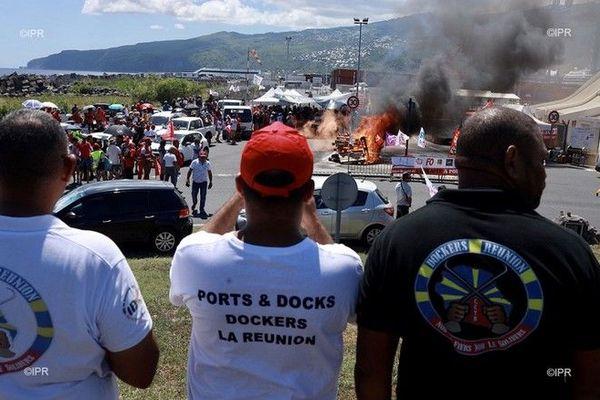 Grève contre la réforme des retraites convois Port Est dockers 200220
