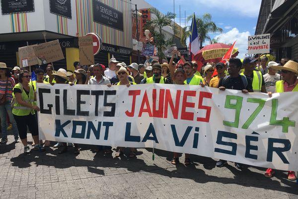 Les Gilets Jaunes manifestent à St Pierre