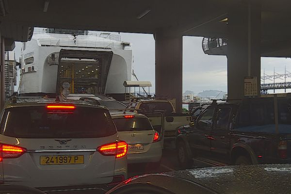 Affluence record au quai des ferries