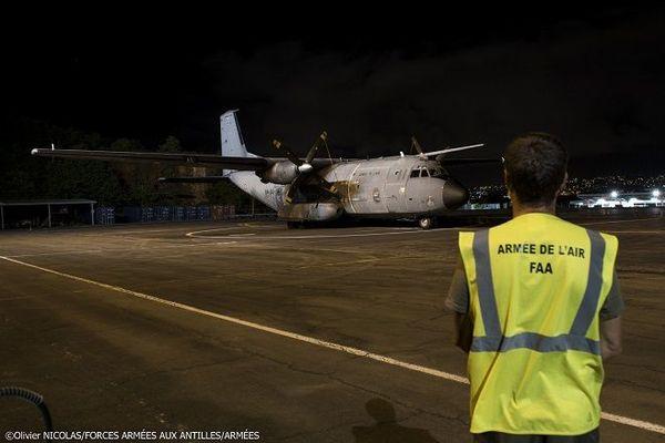 Un avion de l'armée se pose en Martinique avec deux congélateurs pour la campagne de vaccination covid-19