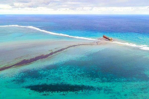 Marée noire du Wakashio à l'île Maurice