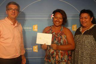 Sheena Atinui grande gagnante d'un billet d'avion A/R Papeete-Huahine-Bora Bora-Papeete
