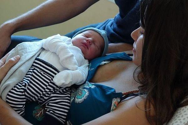 Léo est le premier bébé de Noël à La Réunion