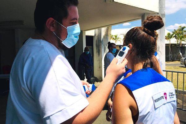 Covid-19, arrivée d'infirmières de la réserve sanitaire à l'hôpital de Poindimié, température, 26 septembre 2021