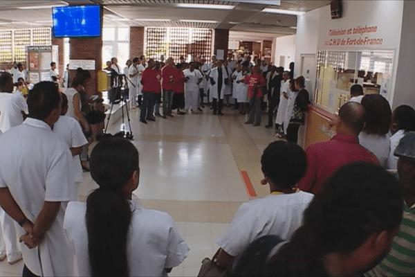 Médecins et personnel