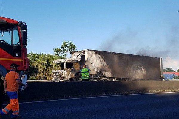 Camion en feu 4 voies Sainte Marie