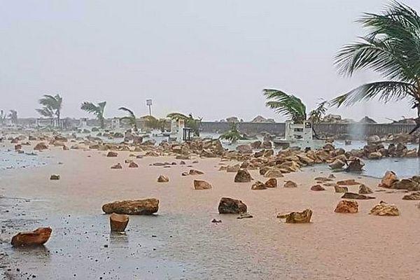 Mahajunga. Bord de mer, après le passage de la dépression janvier 2019