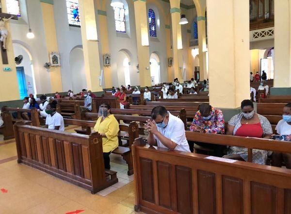 Messe de pentecôte dans la cathédrale de Cayenne