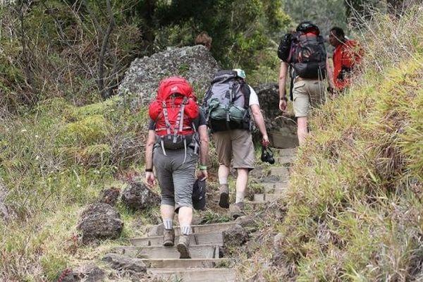DEs randonneurs dans les sentiers de La Réunion.