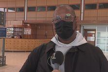 Monseigneur David Macaire à son arrivée à l'aéroport Félix Eboué