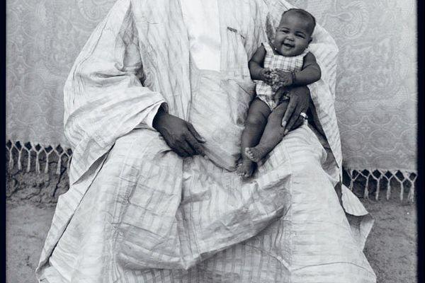"Seydou Keïta (1921 – 2001, Mali), ""Untitled"", 1949 – 1951, tirage argentique moderne."