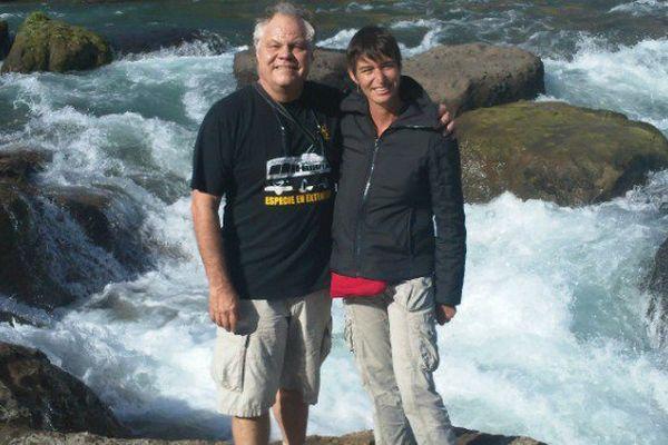 jean-Michel Claverie et Chantal Abergel sur un site d'échantillonnage au Chili (Chutes de Laja)