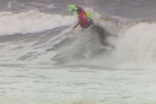 Jeux olympiques : Michel Bourez se qualifie pour les quarts de finale en surf
