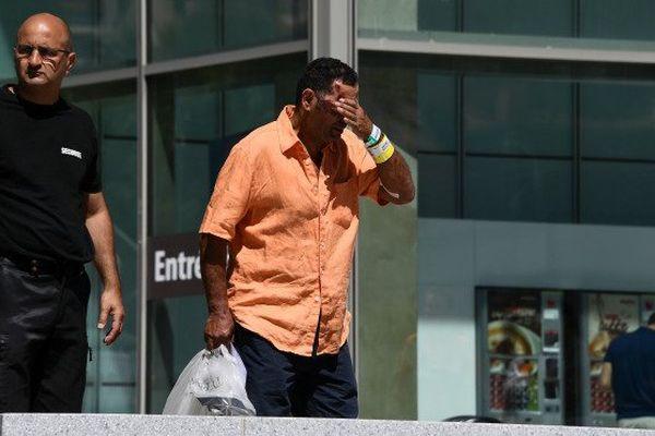Un homme blessé  lors de l'attentat sort de l'hôpital de Nice