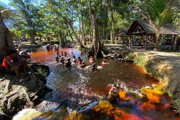 Le site Chuity Ya Naï baka sur la route d'Apatou