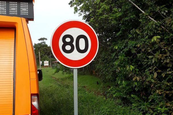 vitesse limitée à 80 km/h