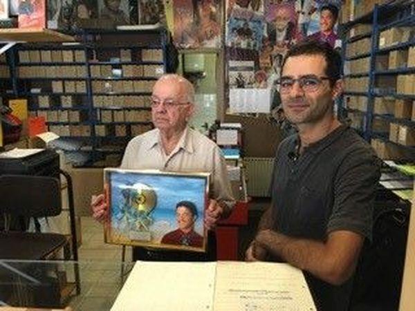 Jean Debs avec le disque d'or offert par Francky  Vincent