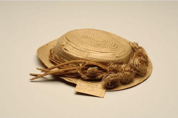 Devinette : à qui appartenait ce chapeau ?