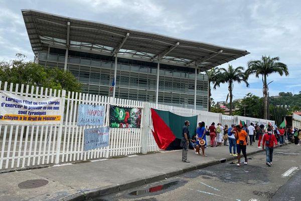 Manifestants RVN devant TGI novembre 2020